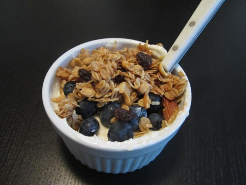 Homemade Granola -and- Why Boxed Cereal is the Worst Breakfast | reak food. home made.
